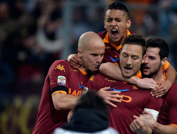 Totti comemora - Roma x Lazio (Foto: AFP)