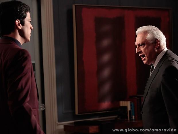 César perde as estribeiras com Félix e demite o filho do Hospital San Magno (Foto: Amor à Vida / TV Globo)