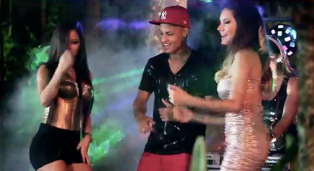 Neilton, atacante do Santos, participando de clipe sertanejo Eu sou playboy demais (Foto: Reprodução/Internet)