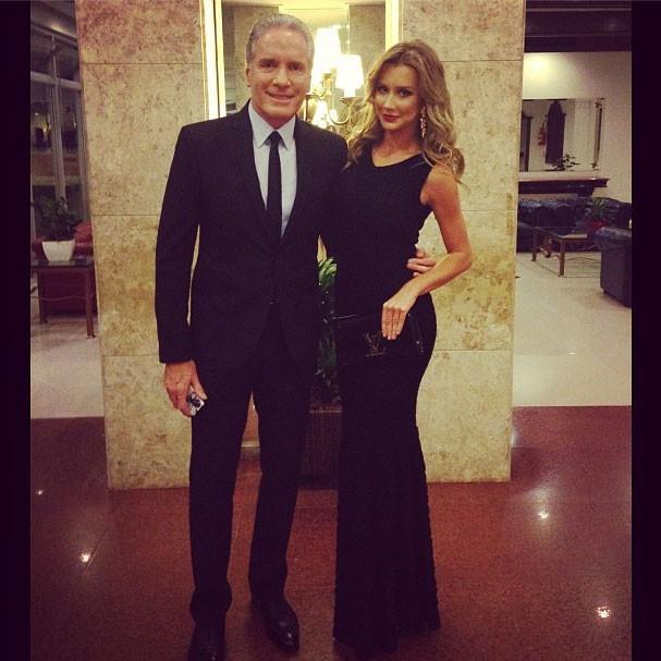 Roberto Justus ao lado da namorada Ana Paula Siebert em clique compartilhado por ela (Foto: Reprodução/Instagram)