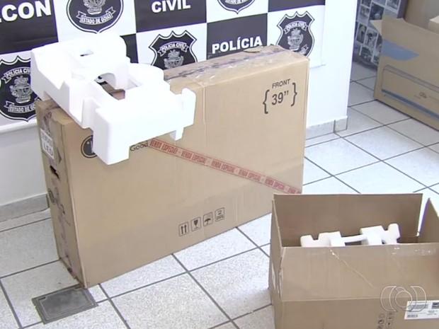 G1 - Preso suspeito de vender produtos e entregar caixa com madeira ... 5ab71c9bbbfd3