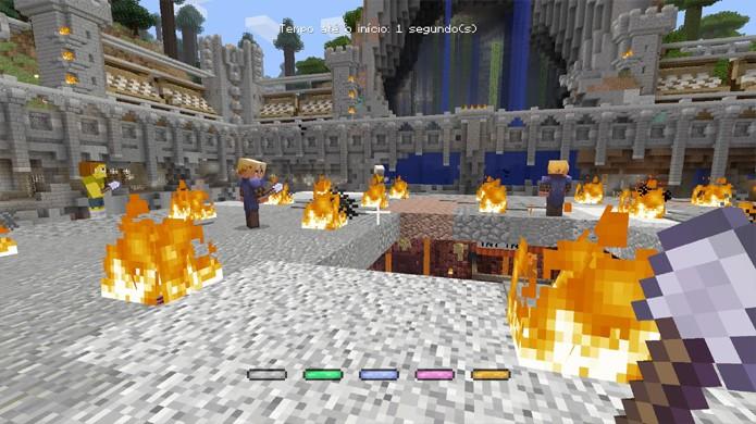 Tire o chão dos seus inimigos no minigame Queda de Minecraft e tente ser o último a sobreviver (Foto: Reprodução/Rafael Monteiro)