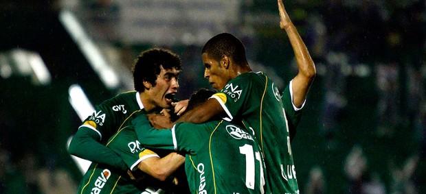 fabio bahia guarani gol ponte preta (Foto: Gustavo Tilio / Globoesporte.com)