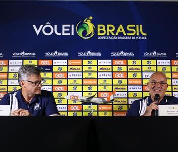 Renan Radamés coletiva vôlei (Foto: Divulgação/CBV)