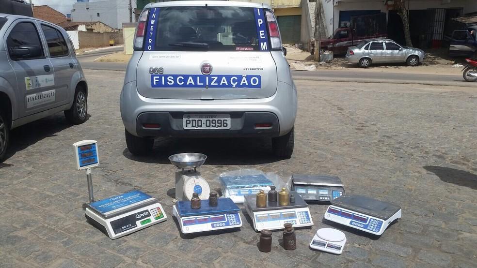 Balanças foram apreendidas com irregularidades  (Foto: Divulgação/Assessoria )