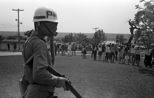 Foto (Foto: A Universidade de Brasília (UnB) ocupada por tropas militares / Arquivo O Globo / 29-08-1968)