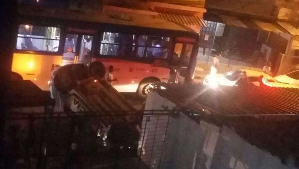 Acidente com viatura da Polícia Militar no Morro da Conceição deixou duas pessoas mortas (Foto:  Reprodução/WhatsApp)