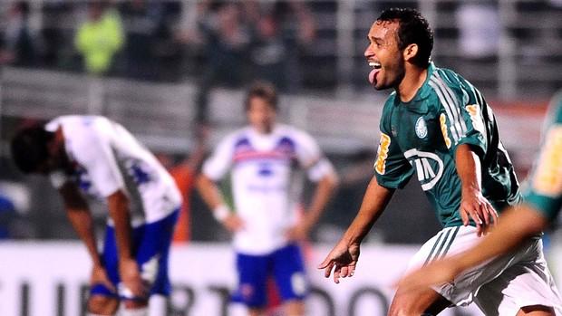 Charles comemora, Palmeiras x Tigre (Foto: Marcos Ribolli)