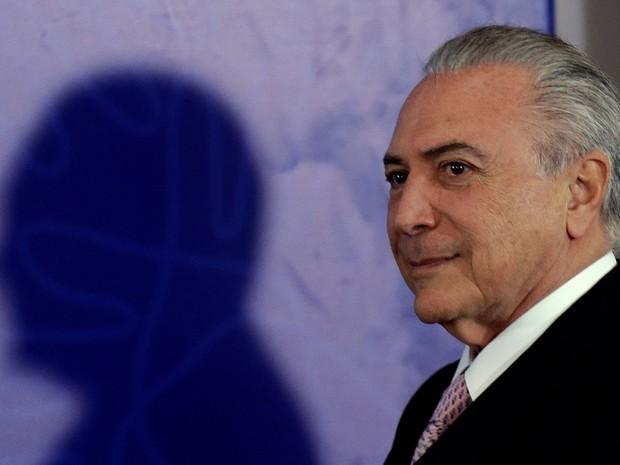 O presidente em exercício Michel Temer chega a um encontro com empresários na Confederação Nacional da Indústria (CNI) em Brasília (Foto: Ueslei Marcelino/Reuters)