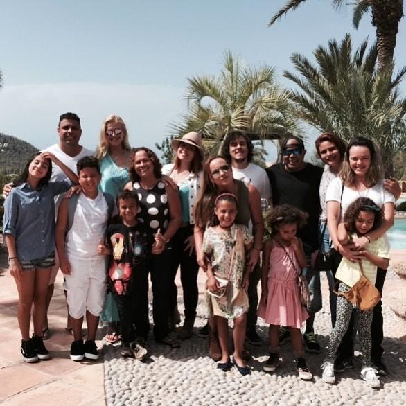 Ronaldo posa com a família em Ibiza, na Espanha (Foto: Reprodução/Instagram)