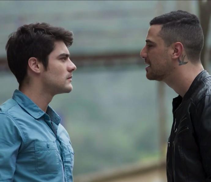 Cliam entre Tito e Samurai fica #tenso (Foto: TV Globo)