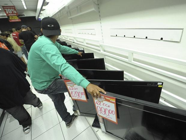 Televisores de 42 polegadas estavam com preços promocionais (Foto: Flávio Moraes/G1)