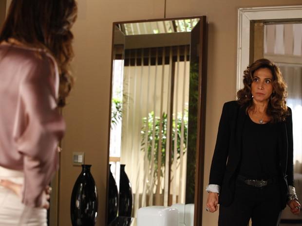 Lívia manda Wanda não se precipitar em relação a Helô (Foto: Salve Jorge/TV Globo)