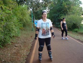 Cinthya Mattos começou a usar patins há dois semanas (Foto: Cassiane Seghatti/G1)