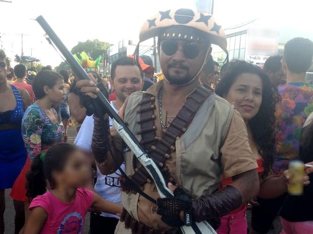 Manoel Amaral foi fantasiado de Lampião no bloco 'A Banda' (Foto: Jéssica Alves/G1)
