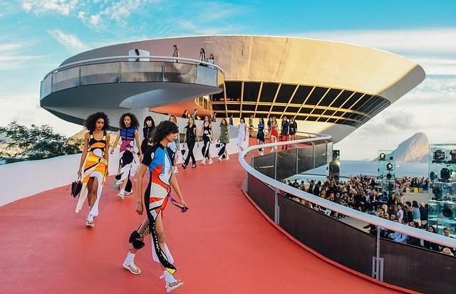 Louis Vuitton em Niterói: cruise 2018 agora vai para o Japão (Foto: Divulgação)