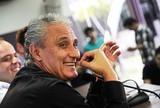 Oswaldo de Oliveira terá um desafio maior que o de Tite, diz Mauro Naves