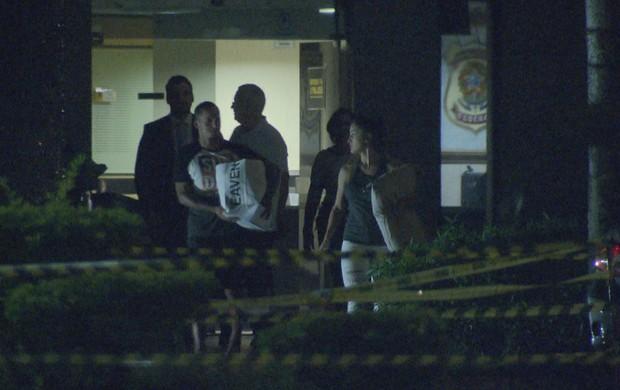 Souza deixou a PF acompanhado da esposa e representantes do Brasiliense
