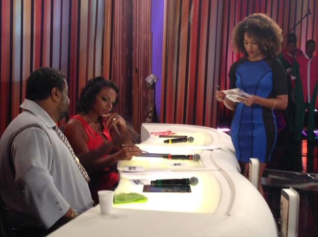 Arlindo Cruz, Quitéria Chagas e Sharon Menezes avaliam candidatas a Globeleza 2014 (Foto: Perla Rodrigues/TV Globo)