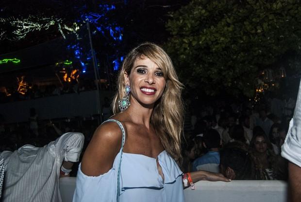 Dani Bananinha em festa de réveillon em Fernando de Noronha  (Foto: Marcelo Loureiro / AgNews)