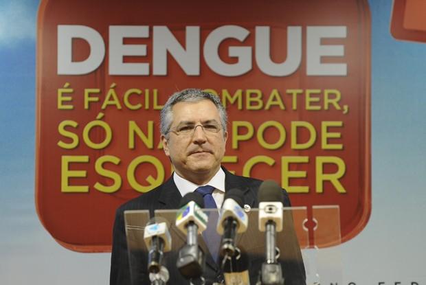 O ministro da Saúde, Alexandre Padilha, apresenta os dados do Levantamento Rápido de Índice Aedes aegypti (LIRAa). (Foto: Elza Fiúza/ABr)