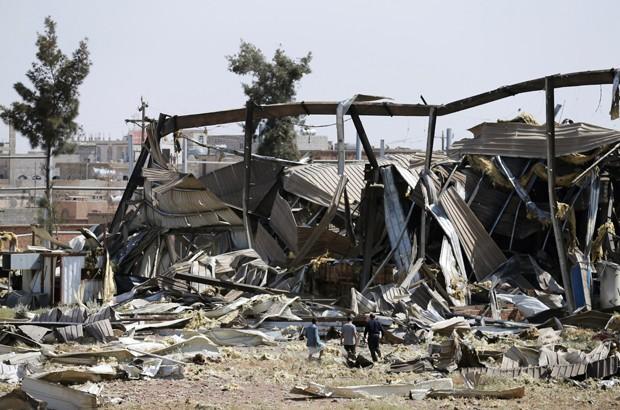 Coalizão árabe bombardeou a cidade portuária de Hudaydah (Foto: Khaled Abdullah/Reuters)