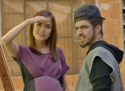Margot flagra clima entre Grego e Ximena e fica surpresa