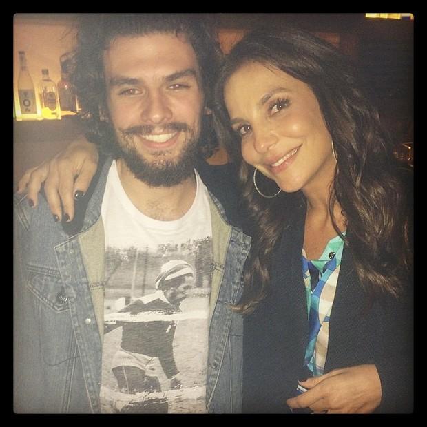 Alexandre, irmão de Fernanda Paes Leme, com Ivete Sangalo em restaurante em São Paulo (Foto: Instagram/ Reprodução)