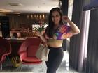Ex-BBB Maria Claudia, a Cacau, exibe cinturinha e barriguinha em foto