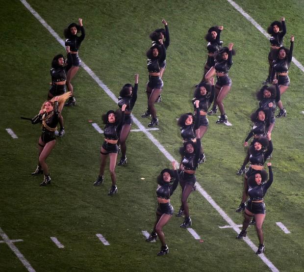 Beyoncé durante apresentação no intervalo do Super Bowl (Foto: Harry How/Getty Images/AFP)