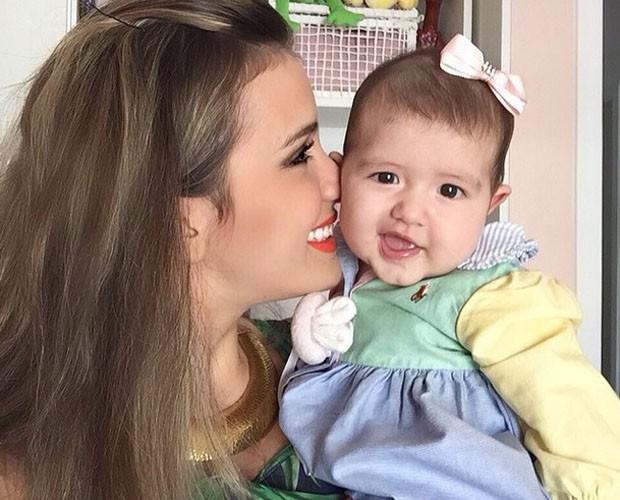Geórgia mostra carinho com a filha (Foto: Arquivo Pessoal)