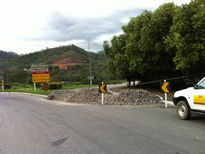 Ponte interditada na BR-381 (Foto: Patricia Belo)