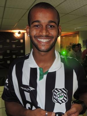 Héber novo uniforme Figueirense (Foto: Marcelo Silva)