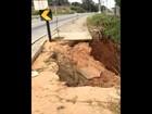 Fenda em rodovia causada por deslizamento preocupa moradores