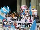 Milhares de guatemaltecos pedem saída do presidente por corrupção