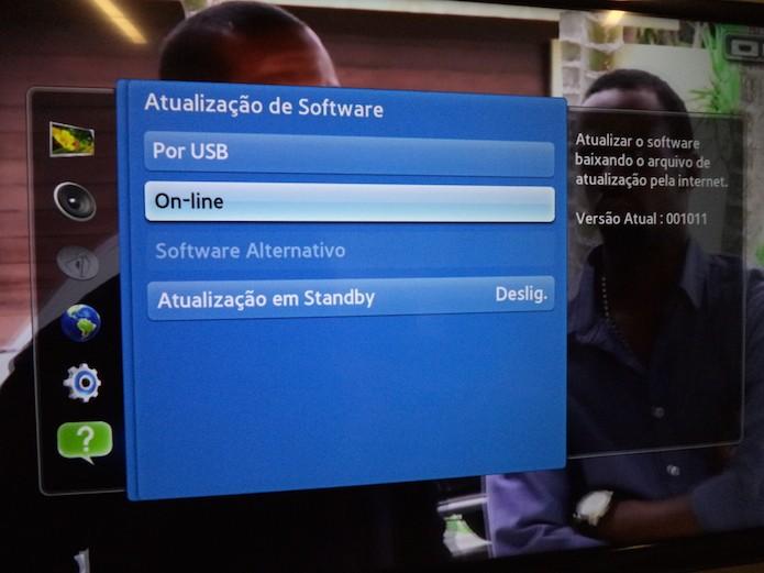Definindo a atualização de software smart TV online (Foto: Reprodução/Marvin Costa)