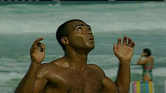 Ex-morador de rua, fera do futevôlei elege top 5 dos boleiros na areia