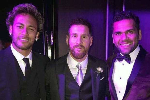Neymar, Messi e Daniel Alves no casamento do argentino (Foto: reprodução )