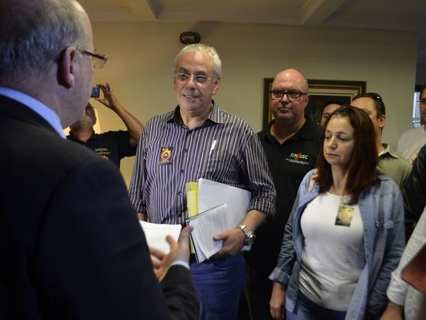 Integrantes do Fórum protocolaram pedido na Alesc (Foto: Fórum Catarinense em Defesa do Serviço Público/Divulgação)