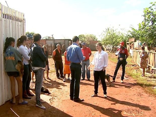 Professora da USP explica que famílias têm direito ao uso da área que estava inativa (Foto: Cláudio Oliveira/EPTV)