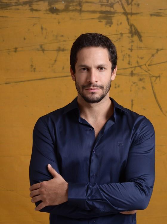 Rainer Cadete é o mais novo solteiro do meio artístico: o ator confirma o término do namoro (Foto: Jorge Bispo)