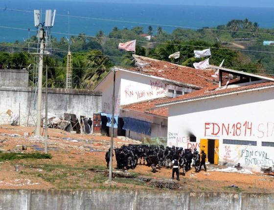 Tropa de Choque da PM entrou na Penitenciária de Alcaçuz, no Rio Grande do Norte, nesta quarta-feira (18) (Foto: Adriano Abreu / Tribuna do Norte / Ag. O Globo)