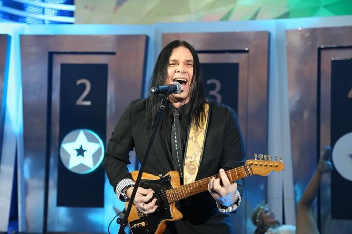 Pepeu Gomes cantou 'Sexy Yemanjá' no palco do Domingão (Foto: Carol Caminha/Gshow)