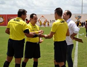 Emanuel Eduardo Marinho apitou Globo FC e Baraúnas, no Estádio Barretão (Foto: Jocaff Souza)
