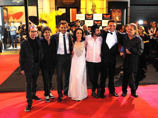 O elenco do filme 'Gonzaga - De pai para filho' posa para os fotógrafos pouco antes da sessão de gala no Cine Odeon, no Rio (Foto: Alexandre Durão/G1)