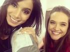 Em dia de tiete, Anitta fotografa com Juliana Paiva