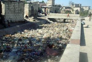 Lixo acumulado nas ruas é um dos grandes problemas do Haiti (Foto: Foto: Tahiane Stochero/G1)