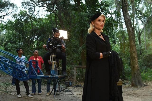 Flávia Alessandra em cena de 'Êta mundo bom!' (Foto: Artur Meninea/TV Globo)