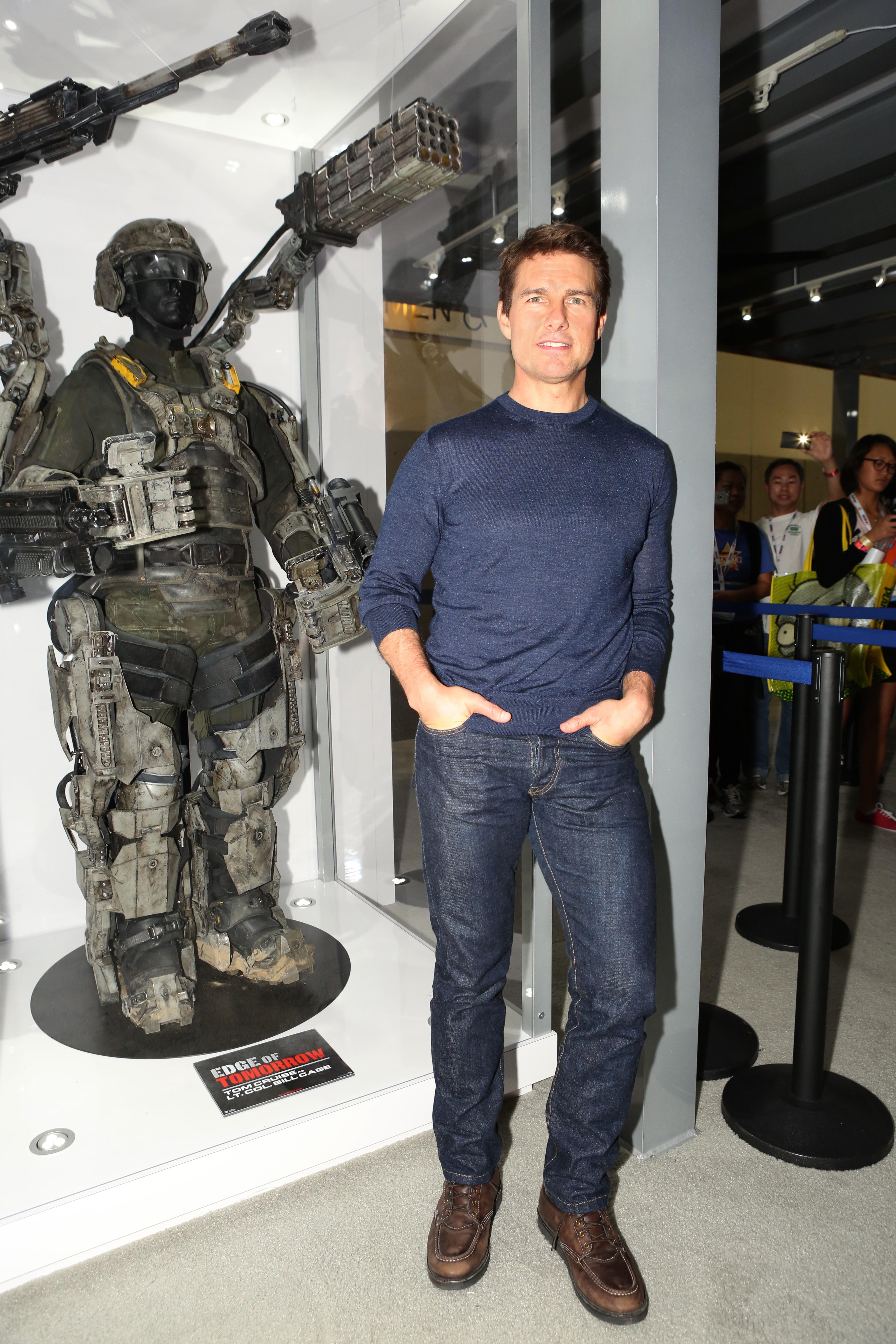 Aí está uma missão impossível: Fazer com que Tom Cruise aparente ser tão alto quanto seus pares femininos no cinema e na vida real (Nicole Kidman que o diria). Em 'Entrevista Com O Vampiro' (1994), ele chegou a usar um sapato com salto para ficar com altura equivalente ao colega de elenco Brad Pitt. (Foto: Getty Images)
