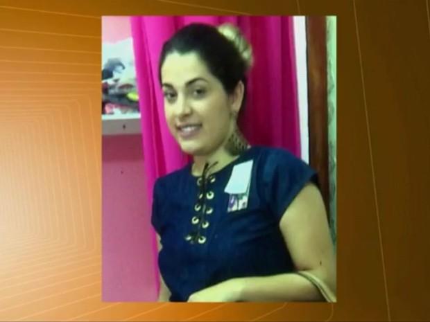 Aline Albuquerque foi morta na frente dos filhos quando chegava em casa em Campina Grande (Foto: Reprodução / TV Paraíba)